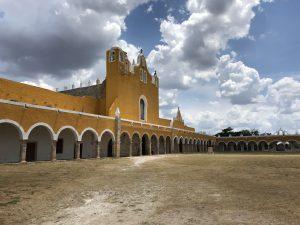 Arcada principal del Atrium del Convento Franciscano 16th Century | Izamal