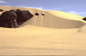 This is what Dunes do to Rocks in Southern Sahara | Algeria